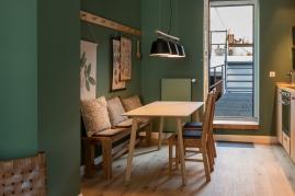 45_Weingarten-1897_(c)kplus-konzept-studios_-Apartment-Lucy-und-Moritz-von-Breitenfeld_OG1_Ausgang-zur-Outdoor-Lounge